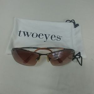 twoeyes